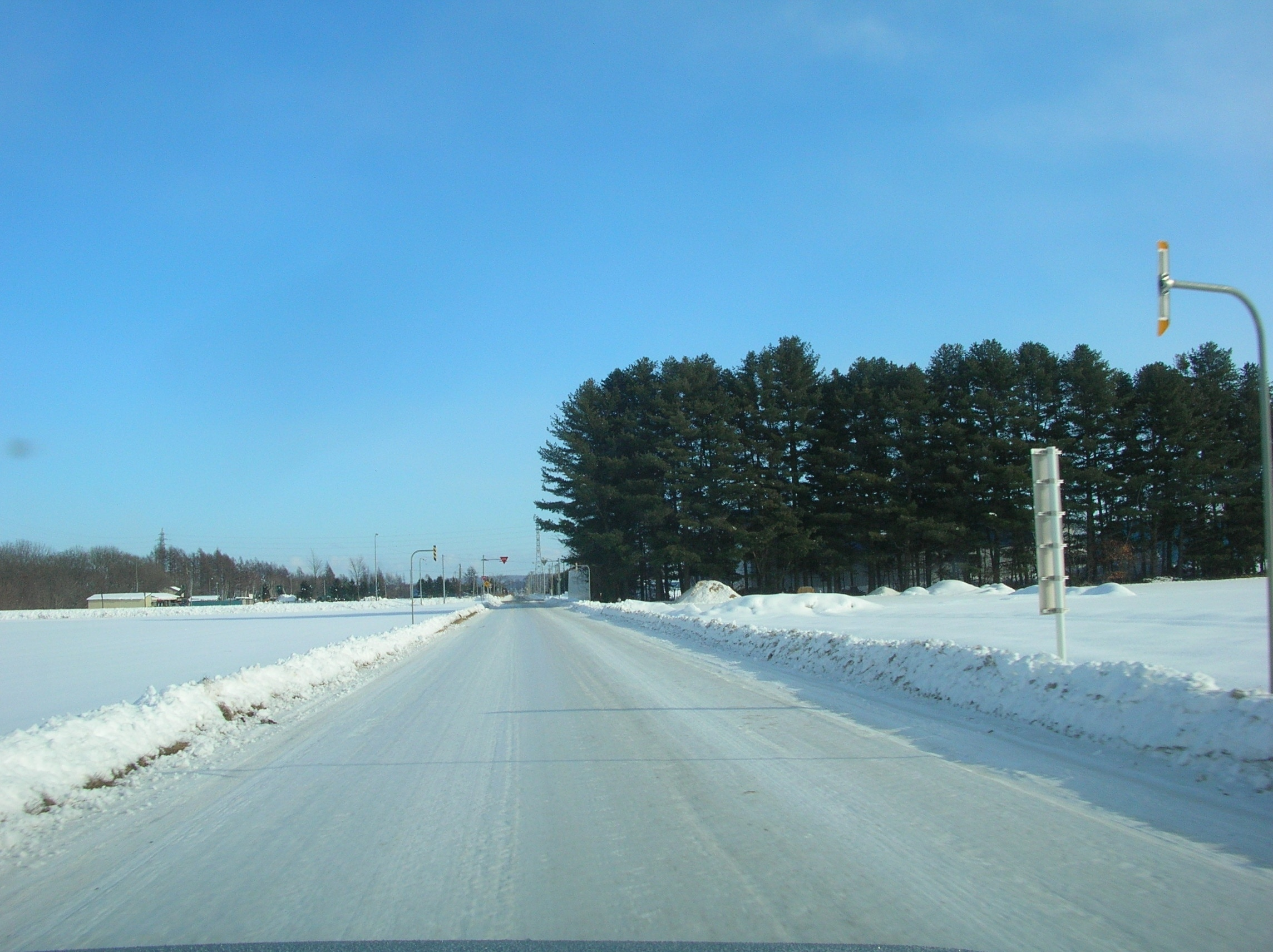"""Photo """"アイスバーン(Icy road)"""" by pakku (Creative Commons Attribution 3.0) / Cropped from original"""