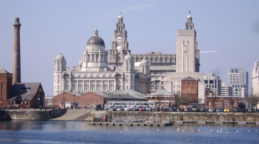 Bildet «Port of Liverpool Building» tatt av Mr M Evison (CC BY-SA) / originalbilde beskjært