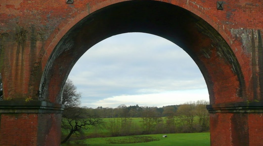 """Photo """"Holmes Chapel"""" by Jonathan Billinger (CC BY-SA) / Cropped from original"""