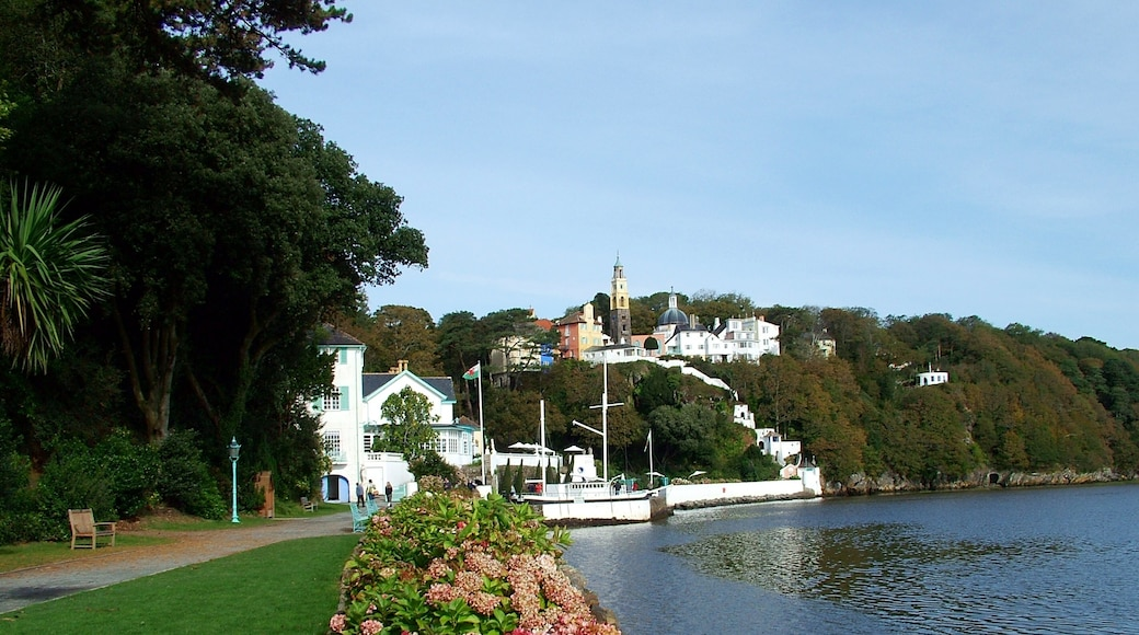 """Photo """"Portmeirion Sands"""" by deepeye (CC BY-SA) / Cropped from original"""