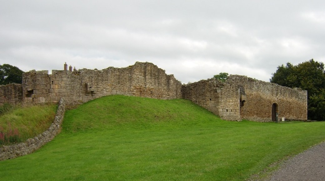 """Photo """"Aydon Castle"""" by Peter Brooks (CC BY-SA) / Cropped from original"""