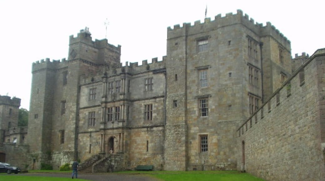 """Photo """"Chillingham Castle"""" by Rich Tea (CC BY-SA) / Cropped from original"""