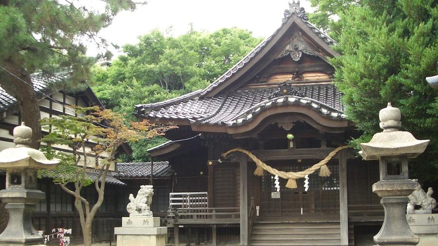 "Photo ""Hiraokano Shrine (平岡野神社)"" by phosphor (Creative Commons Attribution-Share Alike 3.0) / Cropped from original"