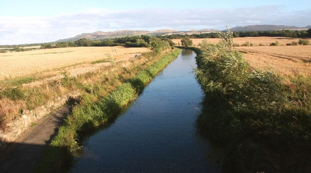 "Photo ""Newbridge"" by Simon Johnston (CC BY-SA) / Cropped from original"