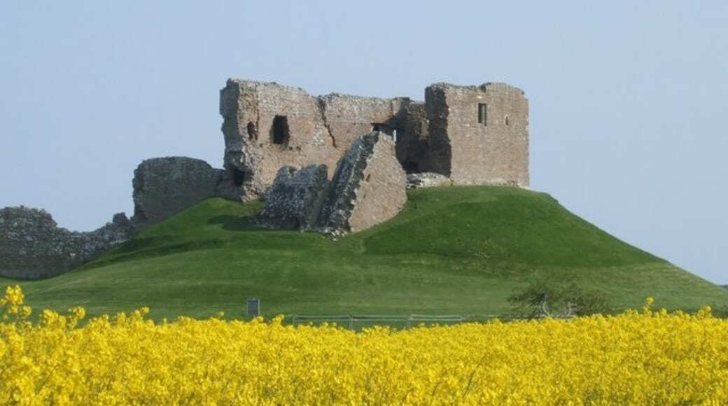 """Photo """"Duffus Castle"""" by Craig Williams (CC BY-SA) / Cropped from original"""