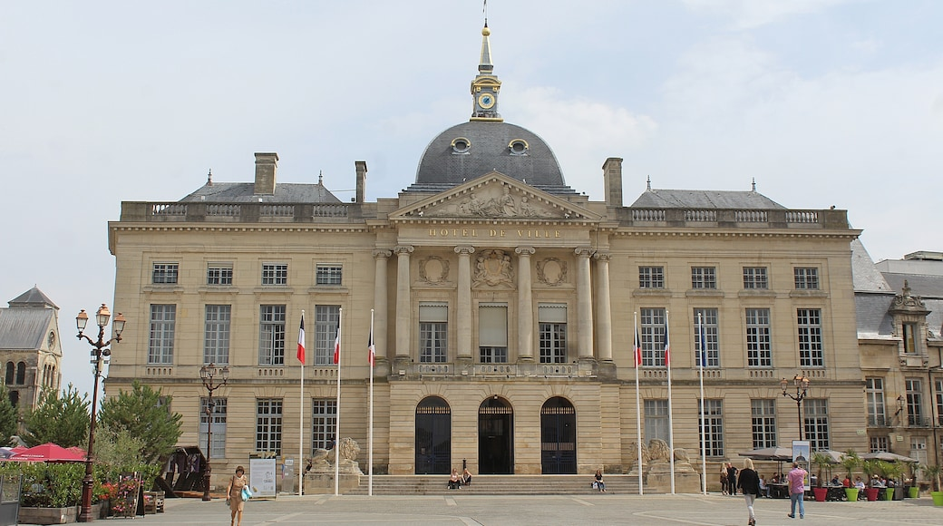 """Photo """"Chalons-en-Champagne"""" by Dguendel (page does not exist) (CC BY) / Cropped from original"""
