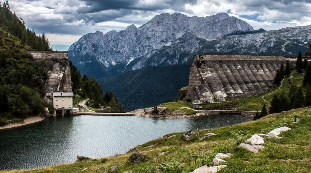 "Foto ""Val Camonica"" von VolonterioM (page does not exist) (CC BY-SA)/zugeschnittenes Original"