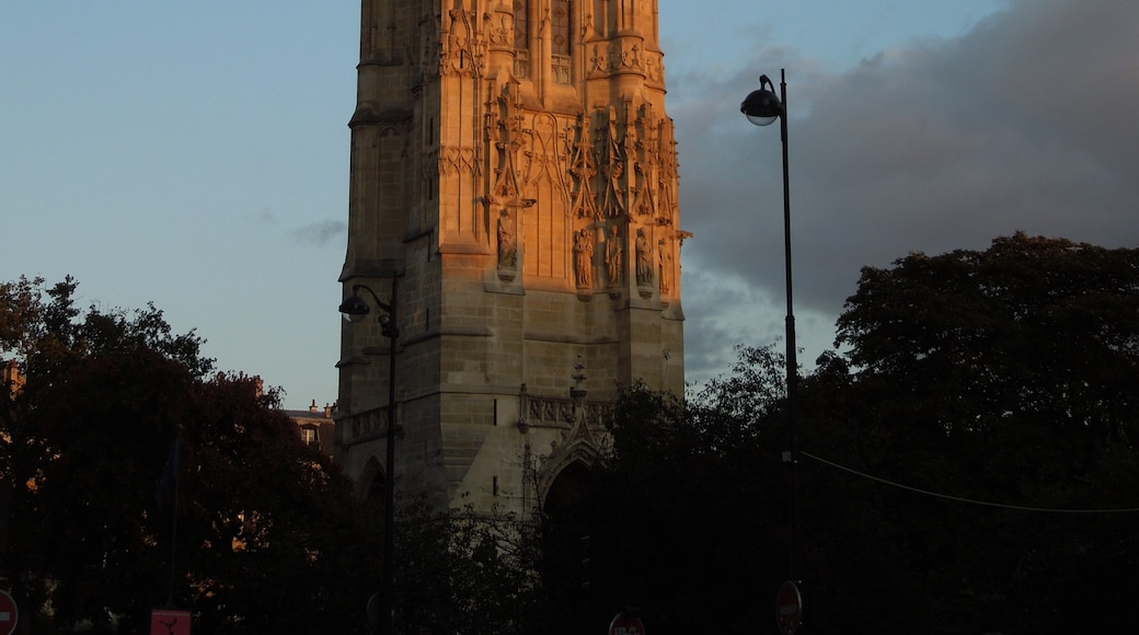 """Photo """"Tour St-Jacques"""" by Aniacra (page does not exist) (CC BY-SA) / Cropped from original"""