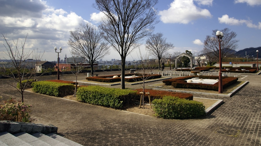 """Photo """"Kobe Water Science Museum in Kobe, Hyogo, Japan"""" by 663highland (Creative Commons Attribution 2.5) / Cropped from original"""