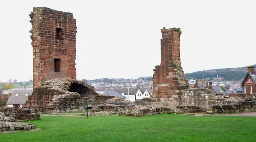 """Photo """"Penrith Castle"""" by David Rogers (CC BY-SA) / Cropped from original"""