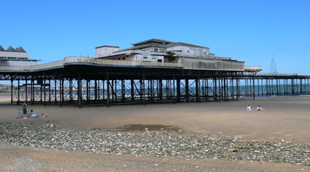 """Foto """"Colwyn Bay Beach"""" von Eirian Evans (CC BY-SA)/zugeschnittenes Original"""