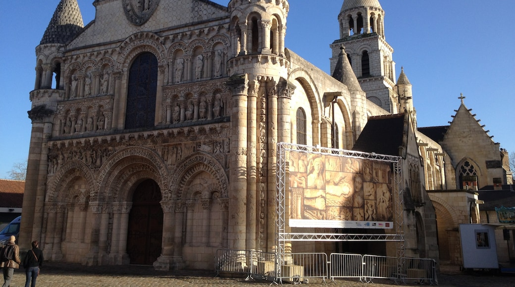 """Photo """"Notre-Dame la Grande"""" by Chourmo (page does not exist) (CC BY-SA) / Cropped from original"""