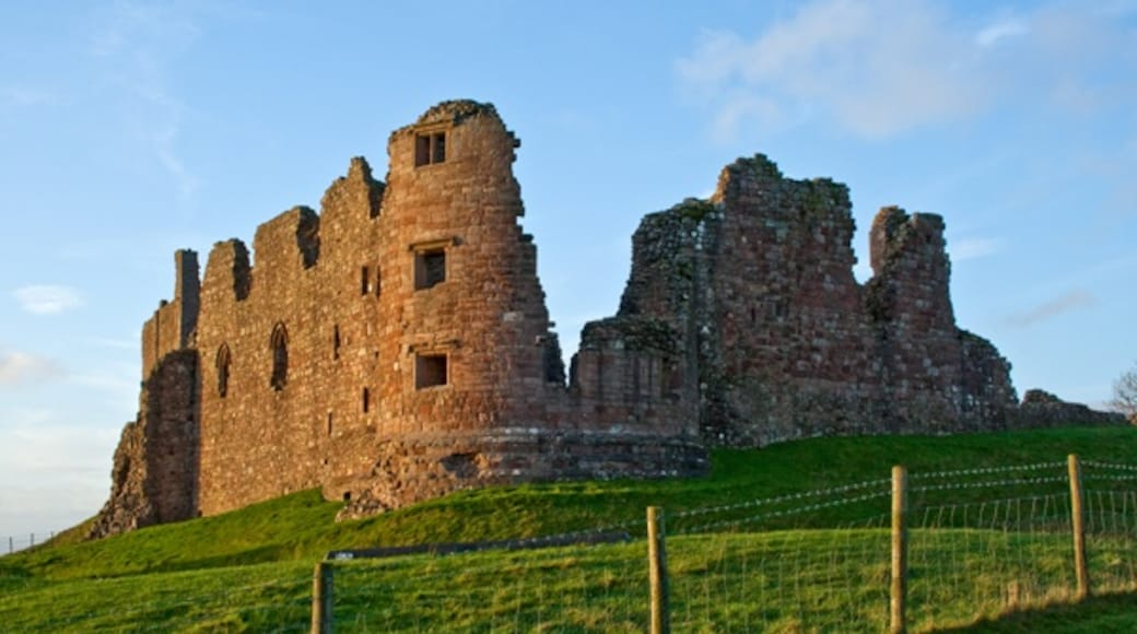 """Photo """"Brough Castle"""" by Tim Fields (CC BY-SA) / Cropped from original"""