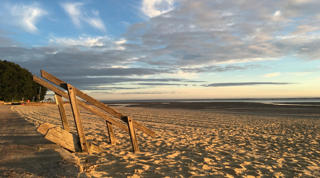 """Photo """"Appley Beach"""" by Editor5807 (CC BY-SA) / Cropped from original"""