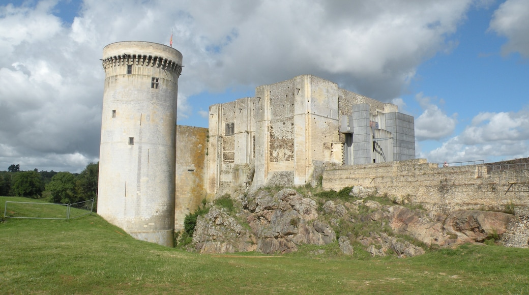 """Photo """"Falaise Chateau"""" by Chatsam (CC BY-SA) / Cropped from original"""