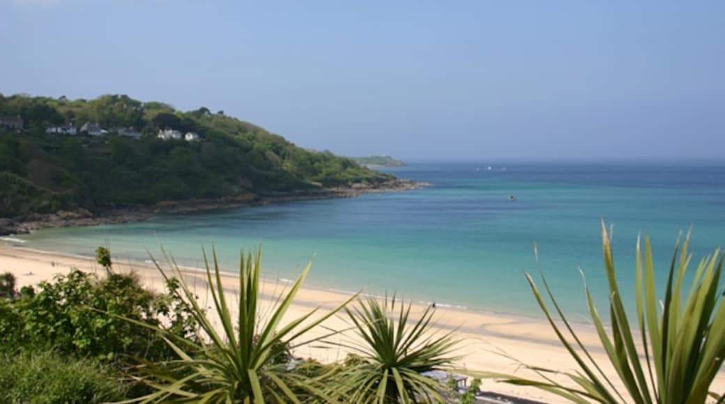 """Photo """"Carbis Bay Beach"""" by Alan (CC BY-SA) / Cropped from original"""