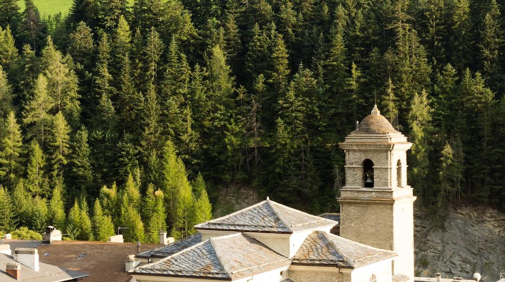 «Lanslebourg-Mont-Cenis», photo de EdouardHue (CC BY-SA) / rognée de l'originale
