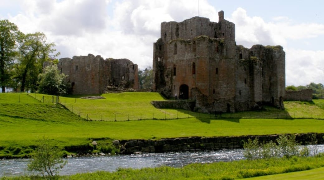 """Photo """"Brougham Castle"""" by Mauldy (CC BY-SA) / Cropped from original"""