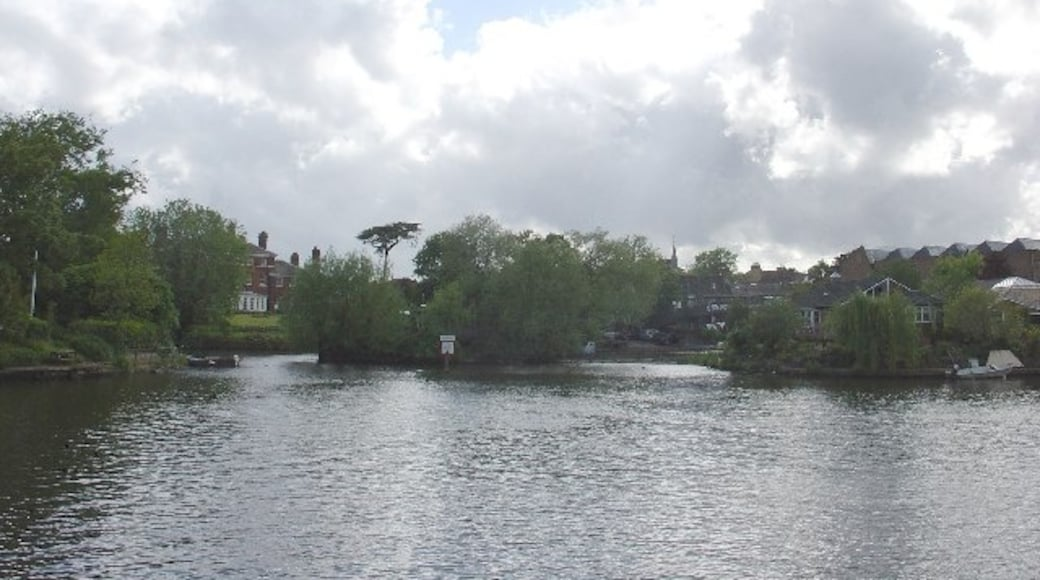 """Photo """"Thames Ditton"""" by steve (CC BY-SA) / Cropped from original"""