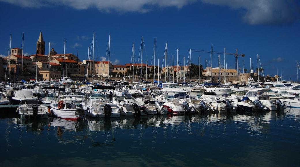"""ภาพ """"ท่าเรือ Alghero"""" โดย cisko66 (CC BY) / ตัดภาพจากขนาดต้นฉบับ"""