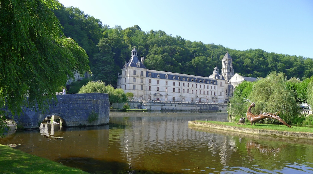 """Photo """"Brantome Abbey"""" by Marmotteauxskis (page does not exist) (CC BY-SA) / Cropped from original"""