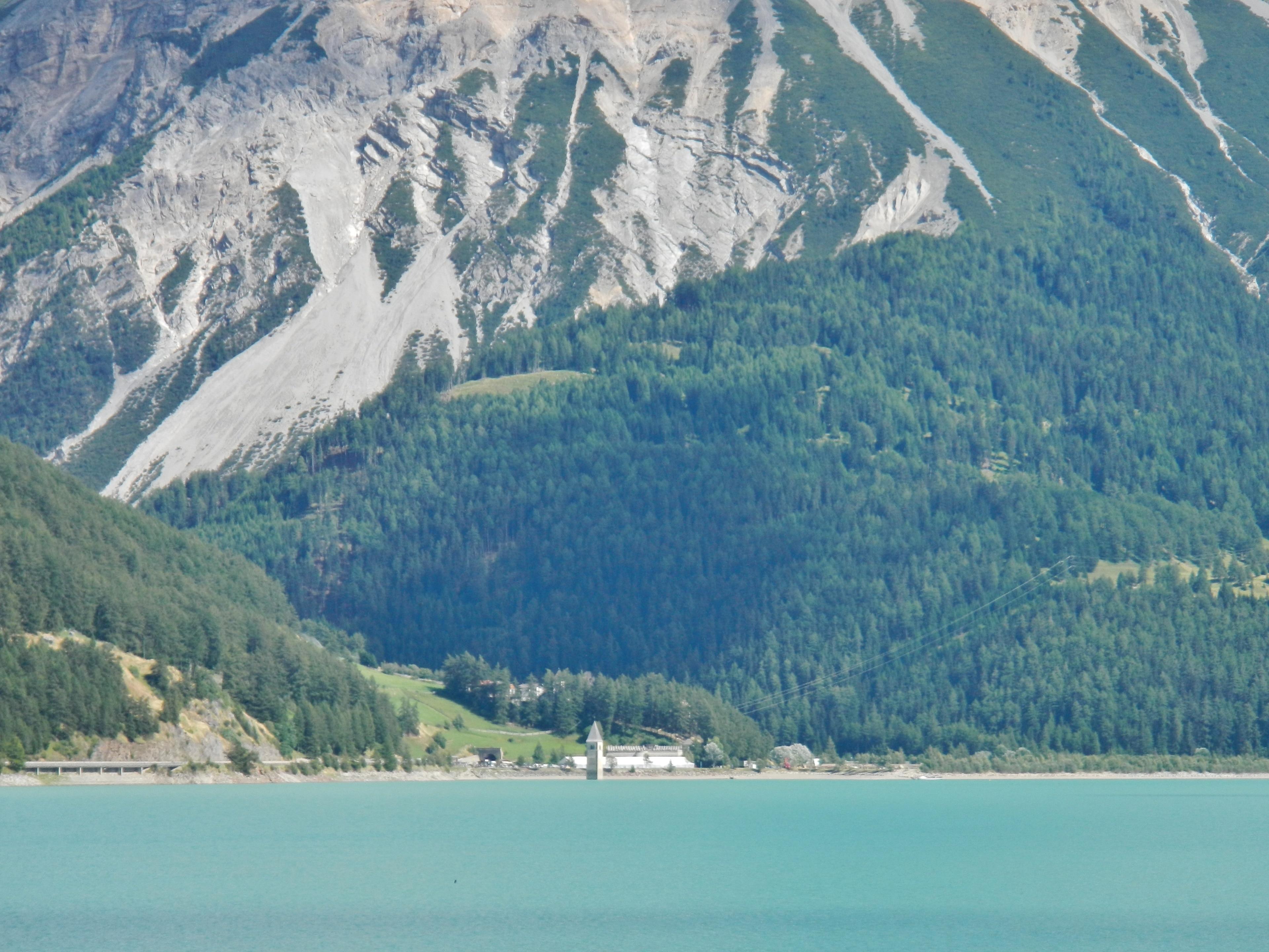 Lago di Resia, Curon Venosta, Trentino-Zuid-Tirol, Italië