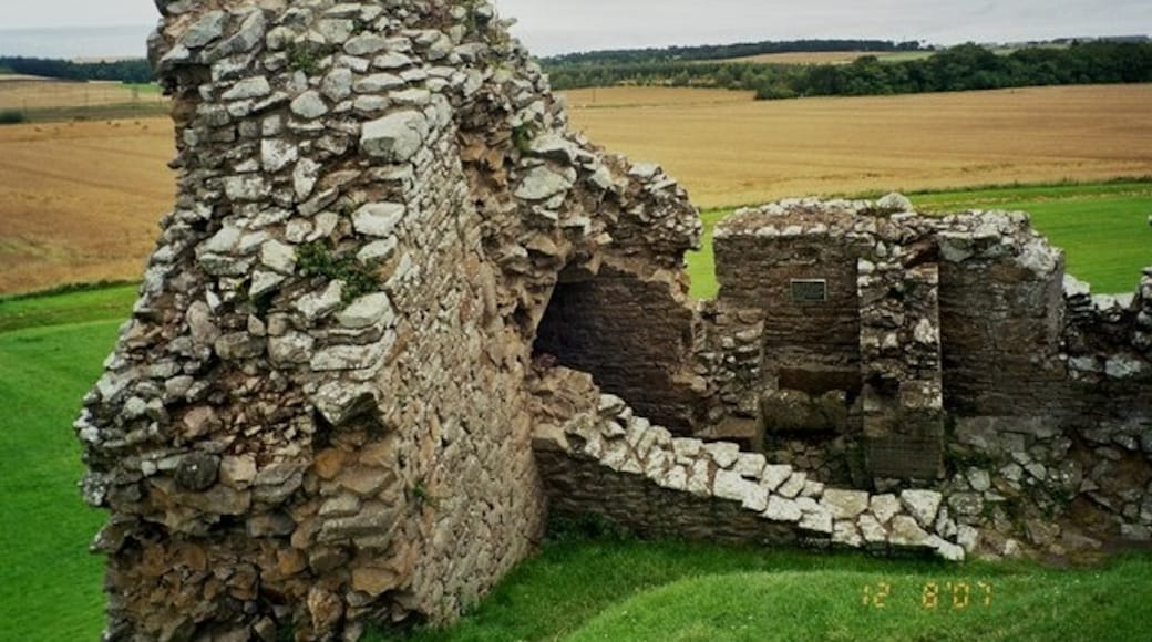 """Photo """"Duffus Castle"""" by Astrid Horn (CC BY-SA) / Cropped from original"""