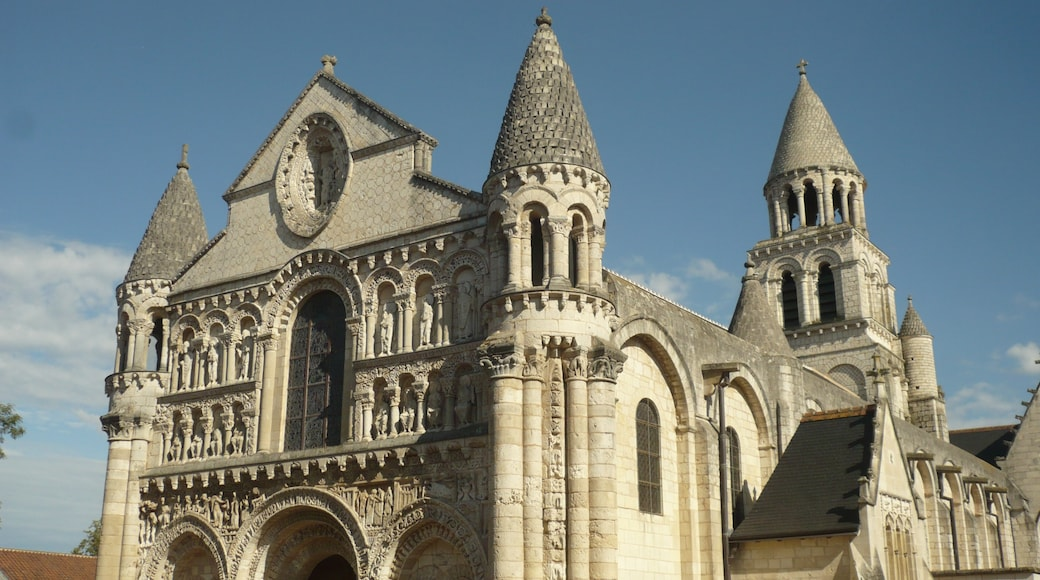 """Photo """"Notre-Dame la Grande"""" by Starmannnn (page does not exist) (CC BY-SA) / Cropped from original"""