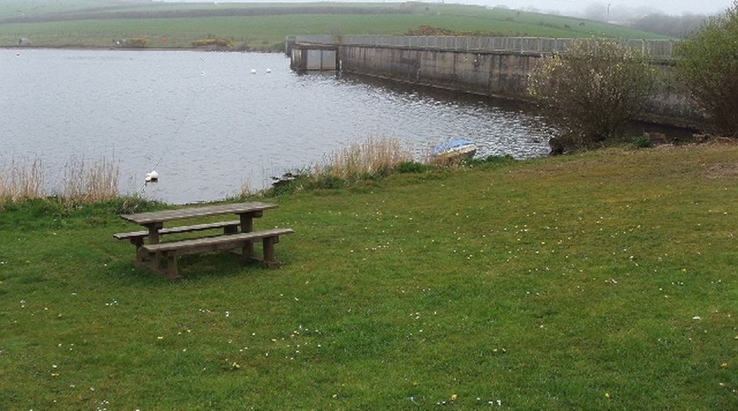 "Photo ""Tamar Lakes"" by David Hawgood (CC BY-SA) / Cropped from original"