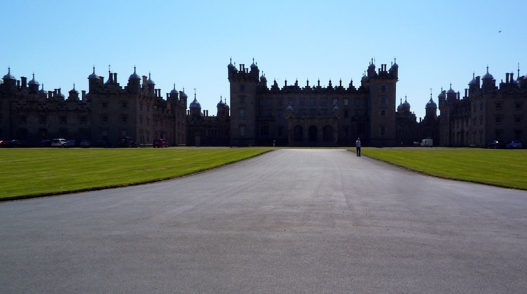 """Photo """"Floors Castle"""" by Timo Newton-Syms (CC BY-SA) / Cropped from original"""