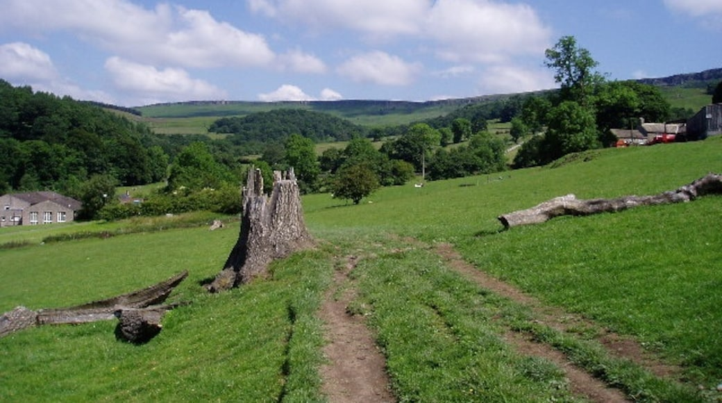"Photo ""Hathersage"" by Bob Tinley (CC BY-SA) / Cropped from original"