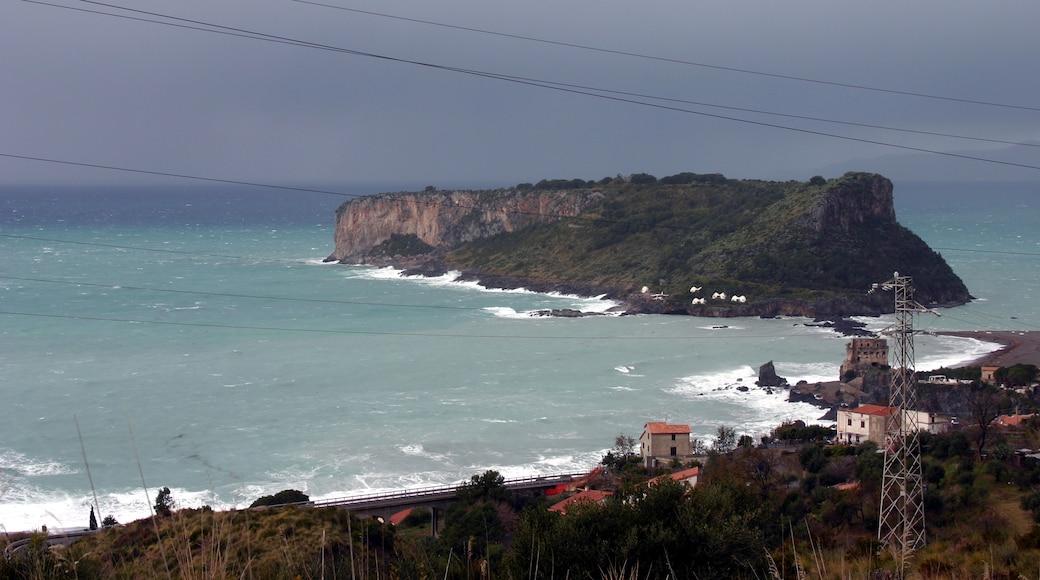 """Foto """"Praia a Mare"""" di José Luiz (CC BY-SA) / Ritaglio dell'originale"""