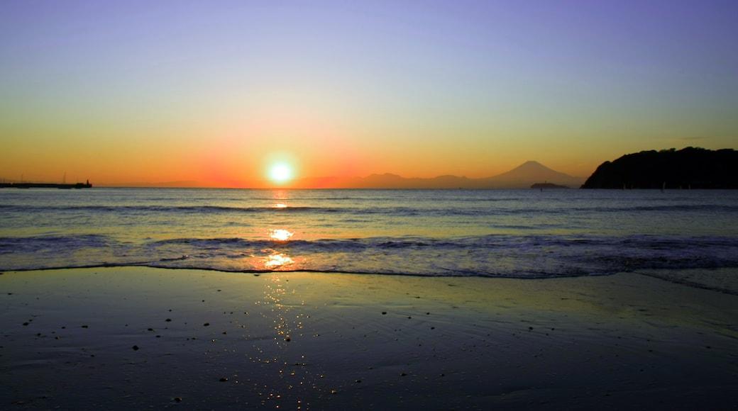 "Photo ""Zushi Beach"" by Toshihiro Oimatsu (CC BY) / Cropped from original"