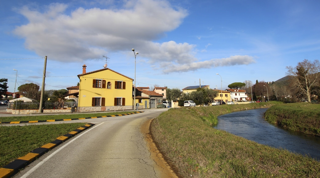 """Foto """"San Giuliano Terme"""" di LigaDue (CC BY-SA) / Ritaglio dell'originale"""