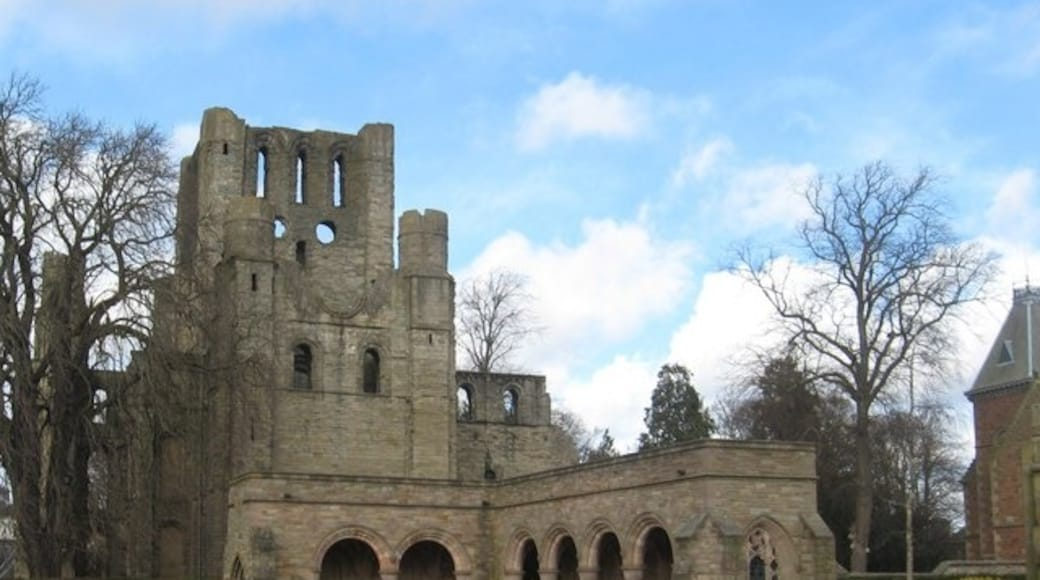 """Photo """"Kelso Abbey"""" by james denham (CC BY-SA) / Cropped from original"""