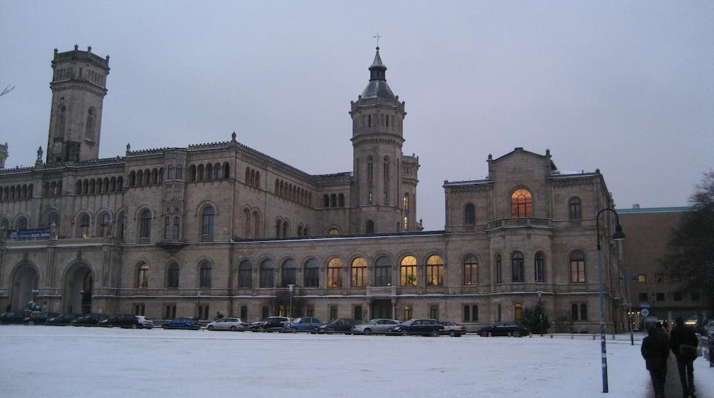 """Foto """"Universität Hannover"""" von Kl Aas (CC BY)/zugeschnittenes Original"""