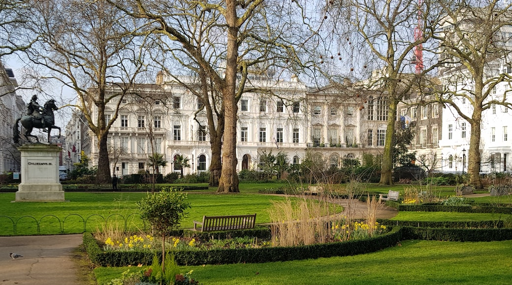 """Photo """"St. James's Square"""" by CVB (CC BY-SA) / Cropped from original"""