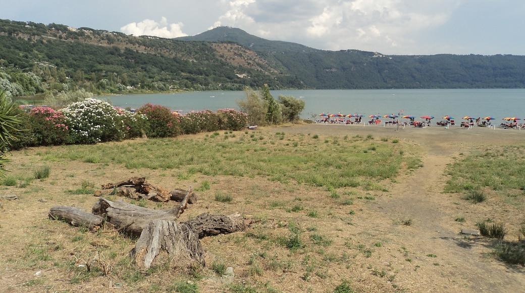 """Foto """"Lago di Albano"""" di Nicholas Gemini (CC BY-SA) / Ritaglio dell'originale"""