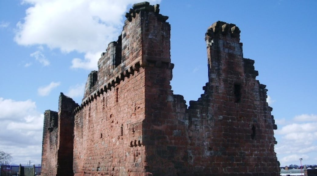 """Photo """"Penrith Castle"""" by Alexander P Kapp (CC BY-SA) / Cropped from original"""