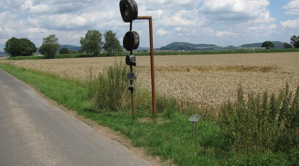 """Foto """"Gudensberg"""" von GeorgDerReisende (page does not exist) (CC BY-SA)/zugeschnittenes Original"""