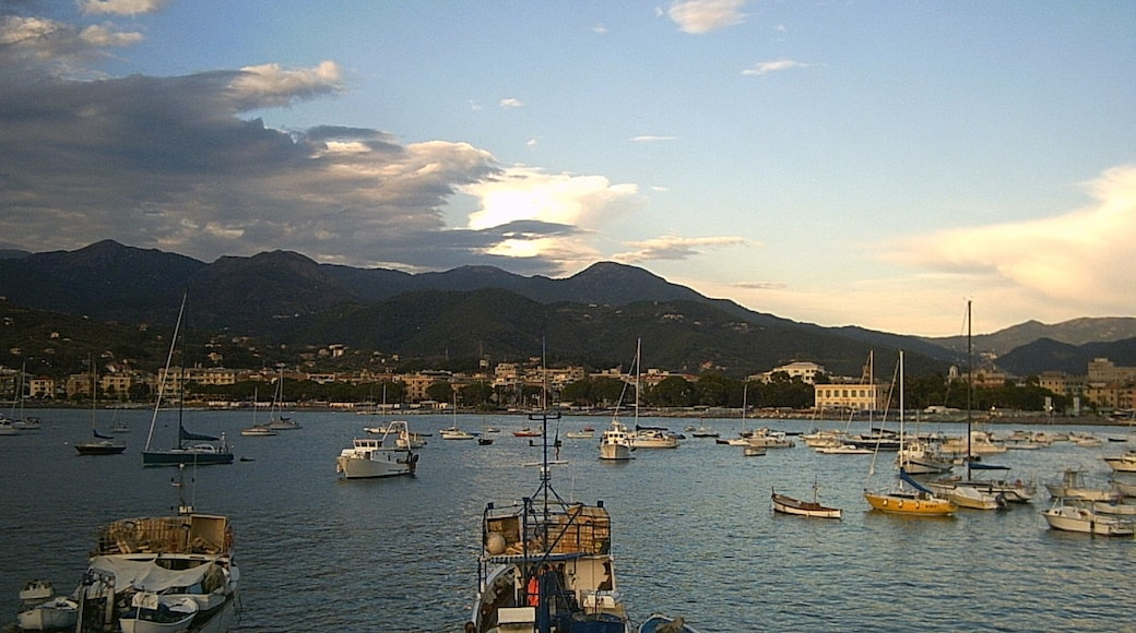 """""""Baia delle Favole""""-foto av Stefano Mazzone Geno… (CC BY-SA) / Urklipp från original"""