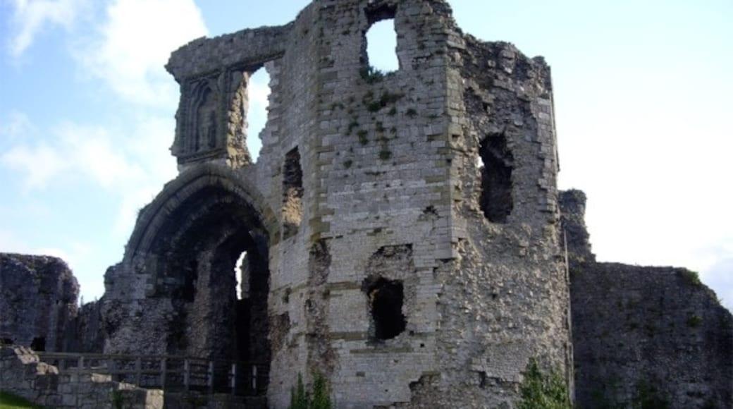 "Photo ""Denbigh Castle"" by Tom Pennington (CC BY-SA) / Cropped from original"