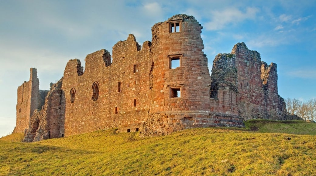 """Photo """"Brough Castle"""" by George Hopkins (CC BY-SA) / Cropped from original"""