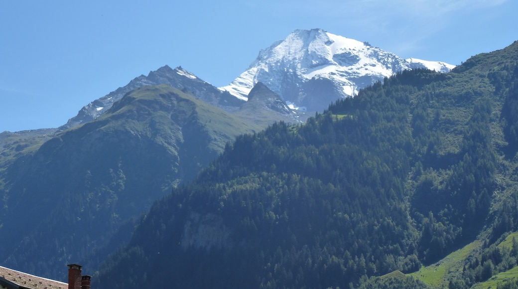 """Photo """"Sainte-Foy-Tarentaise"""" by chisloup (CC BY) / Cropped from original"""