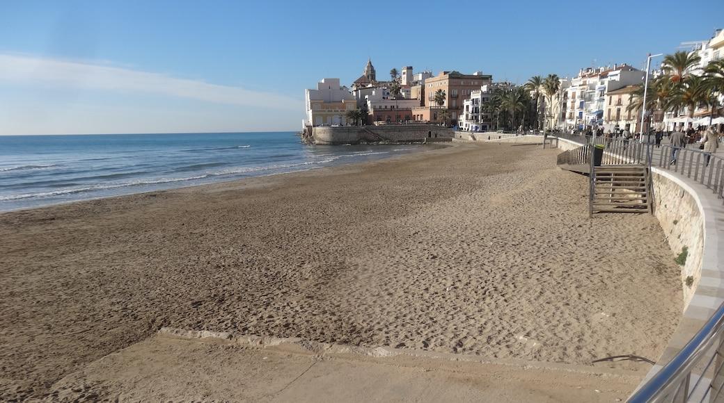 "Photo ""San Sebastian Beach"" by Jordiferrer (CC BY-SA) / Cropped from original"
