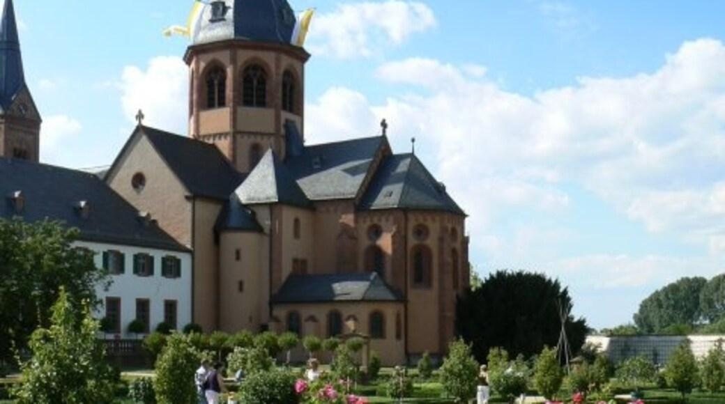 """Foto """"Seligenstadt"""" von James Allan on geo.hlipp.de (CC BY-SA)/zugeschnittenes Original"""