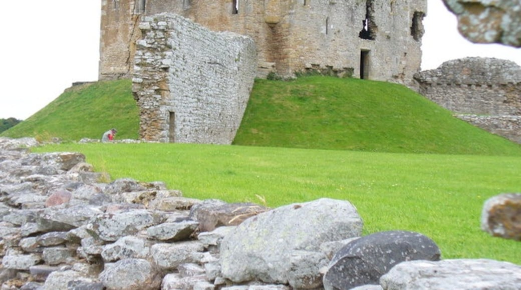 """Photo """"Duffus Castle"""" by Colin Smith (CC BY-SA) / Cropped from original"""