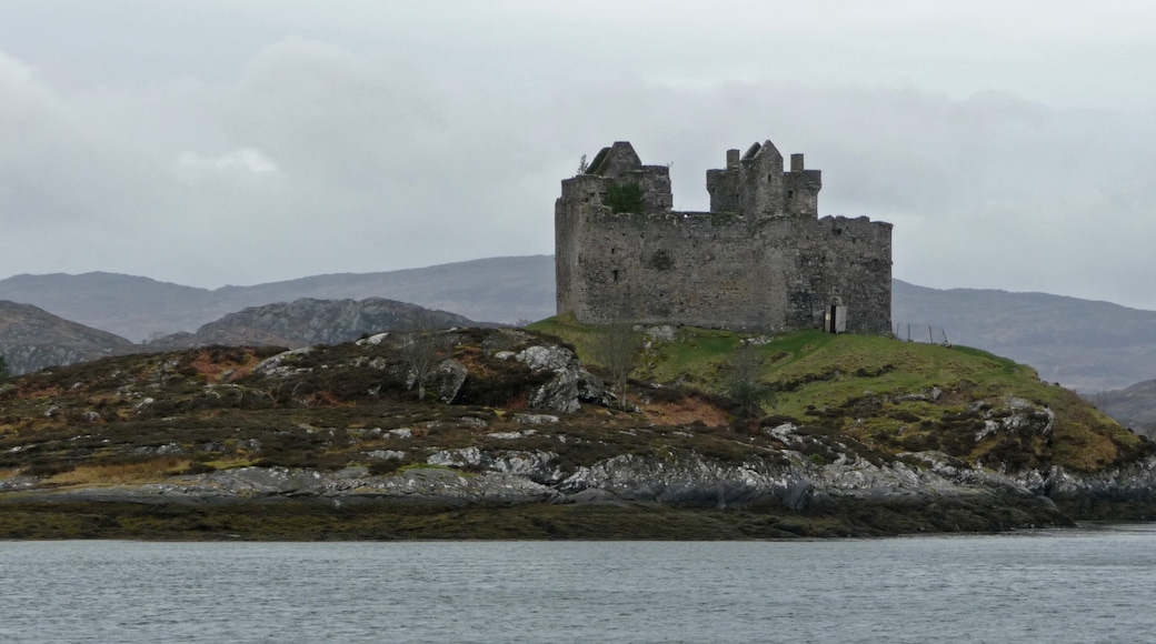 """Photo """"Castle Tioram"""" by Iain Simpson (CC BY-SA) / Cropped from original"""