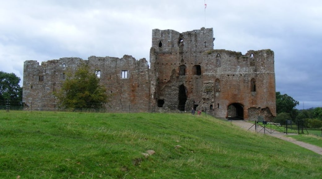 """Photo """"Brougham Castle"""" by Paul Farmer (CC BY-SA) / Cropped from original"""