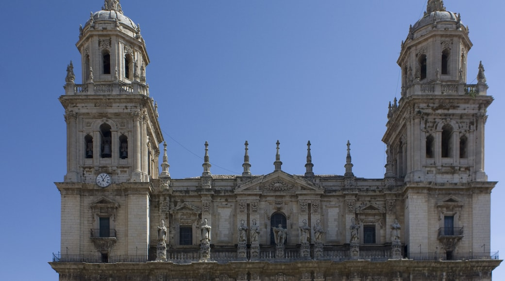 """Photo """"Jaen Cathedral"""" by Dvillafruela (CC BY-SA) / Cropped from original"""
